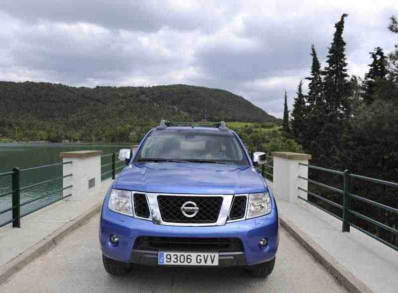 Nissan Navara D40 [рестайлинг] Double Cab пикап 2.5 dCi Turbo AT 4WD SE Platinum (2012) 2010–н. в.