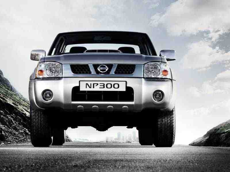 Nissan NP300 1 поколение Double Cab пикап 2.5 Turbo dCi MT AWD Base (2013) 2008–н. в.