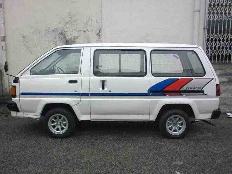 Toyota Lite Ace 3 поколение фургон 2.0 AT AWD high roof 1986–1990