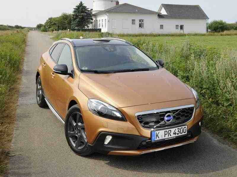 Volvo V40 2 поколение Cross Country хетчбэк 5-дв. 2.0 T5 Geartronic AWD Momentum (2013) 2012–2013